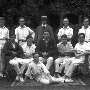 G36-541-06 Hereford Cathedral School cricketers with Dick Shepherd .jpg