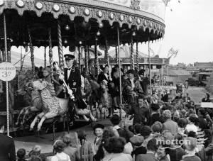 Mitcham Fair opening Ceremony: Mayor on fairground ride