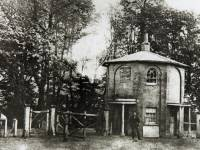 Merton High Street: Merton Double Gates