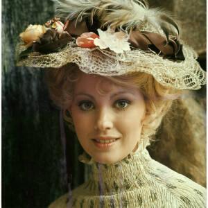 225 - Lynn Fredericks dressed in Edwardian costume