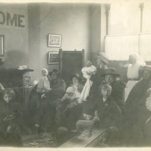 RGE030 - Welcome party for WW2 evacuees.jpg