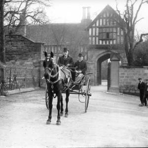 G36-046-05 Horse gig two men Bishops Palace gates.jpg