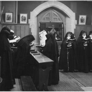 404 - Group of nuns singing