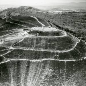 Li14986 Aerial photo of Hereford Beacon - Malvern.jpg