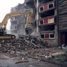 Beginning the demolishing of Chatsworth Court