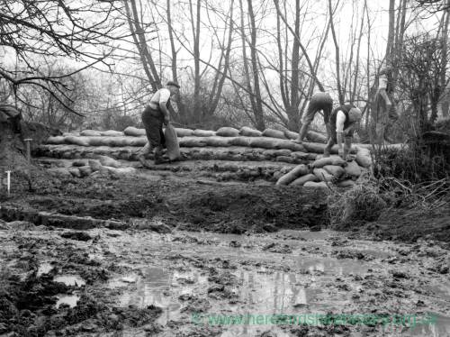 Building flood defences at Hampton Bishop, 1960