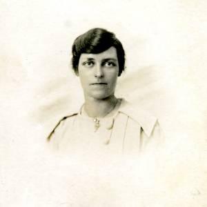Elsie Stone, portrait