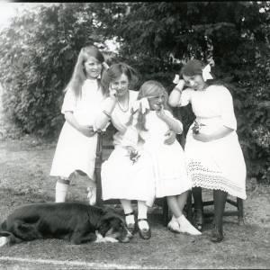G36-205-06 Four girls & sheepdog in garden.jpg