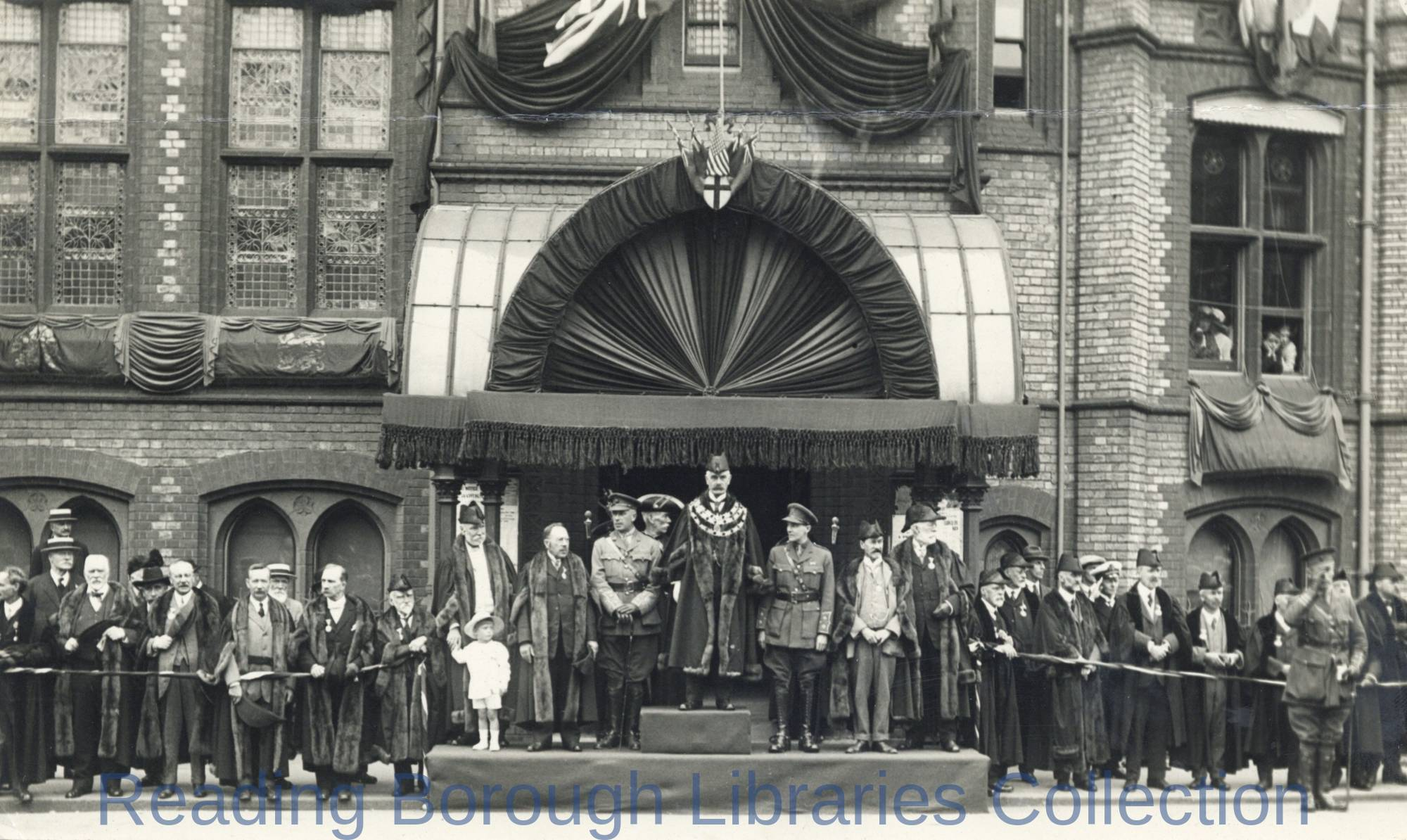Mayor Alderman Stanley Hayward addresses Peace celebrations in Reading, 1919.
