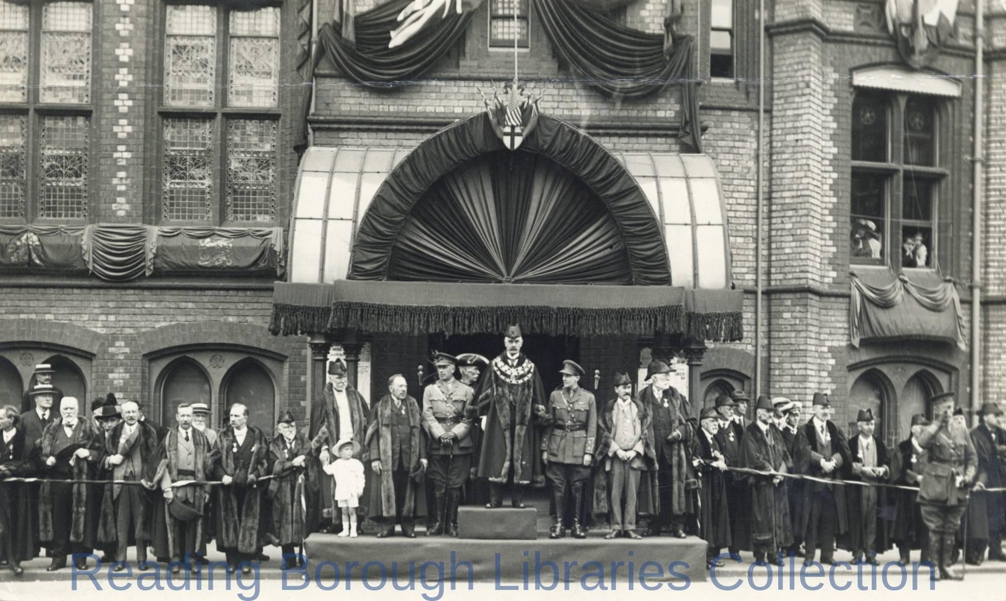 Mayor Alderman Stanley Hayward addresses Peace celebrations in Reading, 1919.