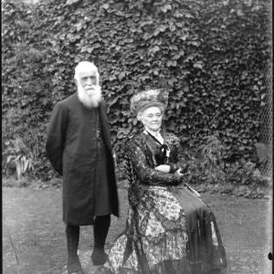 G36-052-07 Prebendary Edward Harris and his wife.jpg