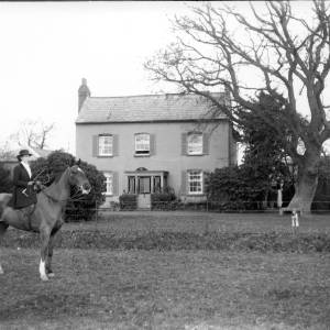 G36-304-06 Lady mounted on hunter in front of house.jpg