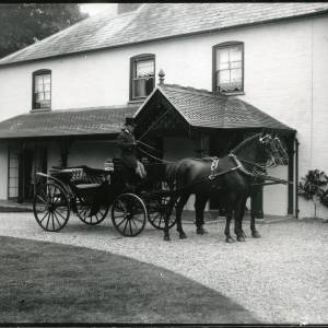 G36-002-05 Victoria and pair outside Field Farm House Hampton Bishop.jpg
