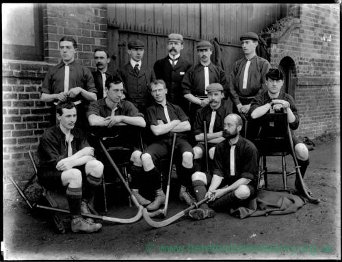 G36-243-10 Mens hockey team.jpg