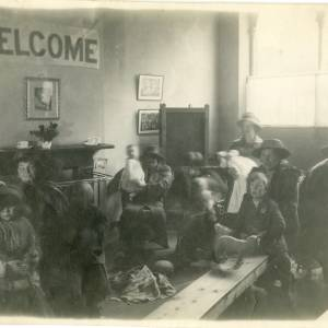 RGE031 - Welcome party for WW2 evacuees.jpg
