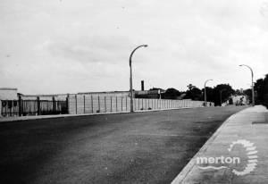 Morden Road, Merton Park : Road bridge over Wimbledon - West Croydon railway line.