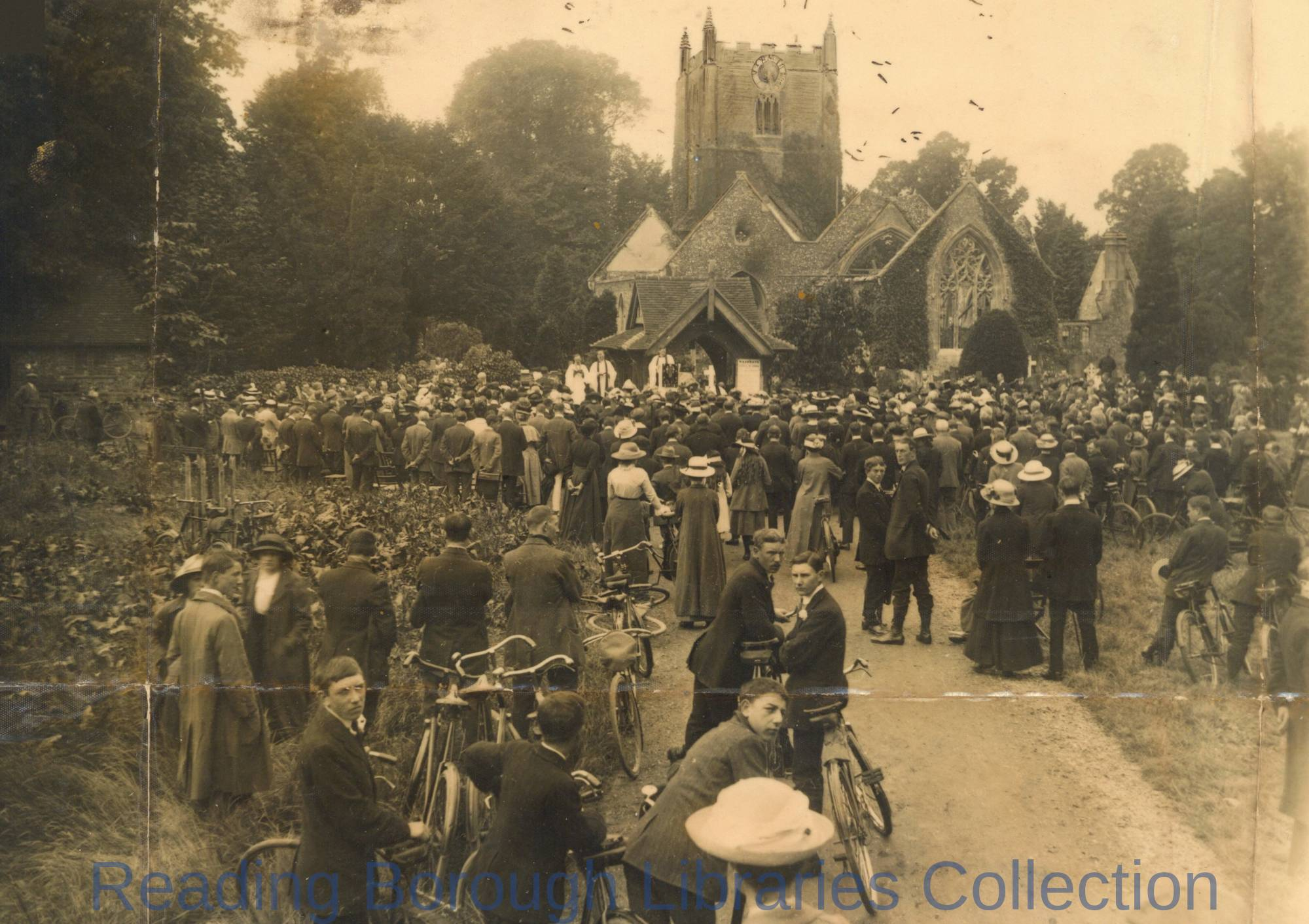 St. Mary's Church, Wargrave. The open-air service, 7 June 1914.