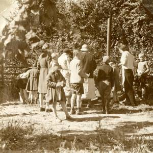 CJS012  Hop picking, c.1930s.jpg