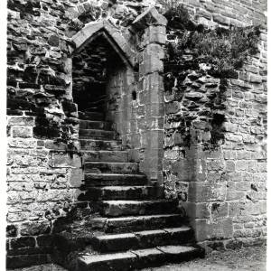 Goodrich Castle, steps