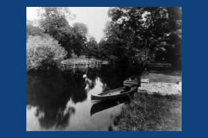 Ravensbury Park: Canoe on the River Wandle