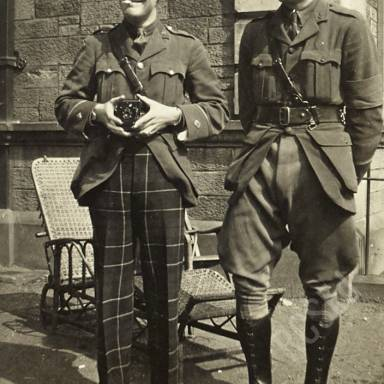 Patients Williams (K.O.S.B.) and Dinwiddie (Scottish Rifles) in Hospital Grounds