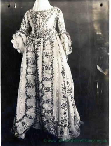 Womans' Dress, 1725-50