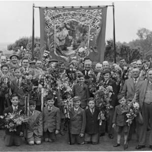 Group photo - Heart of Oak Flower Walk 1960s.
