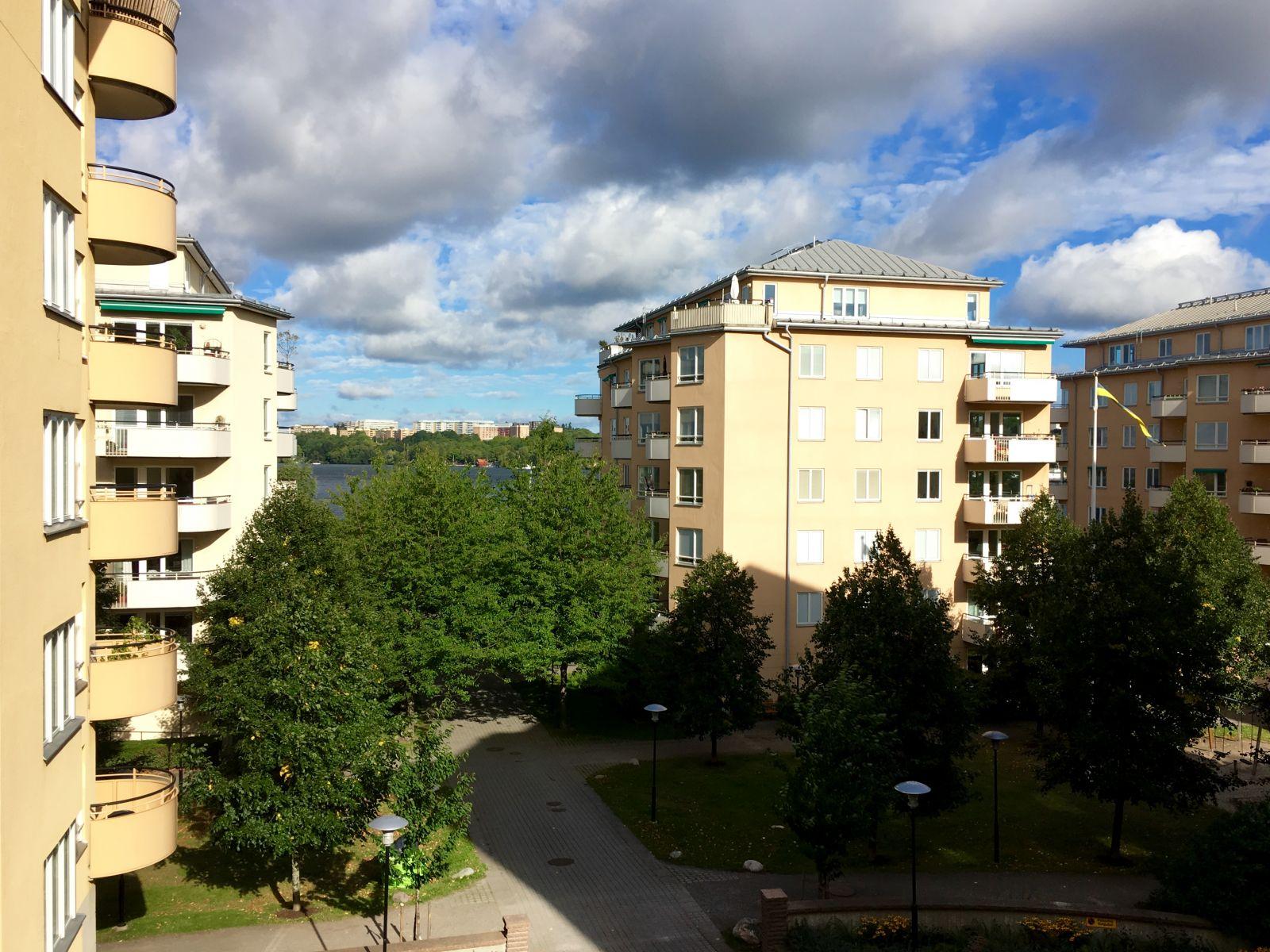 BRF Kräftan 1620 har Tillsammans med föreningarna på Kristinebergs strand en samfällighetsförening som tar hand om de gemensamma ytorna.