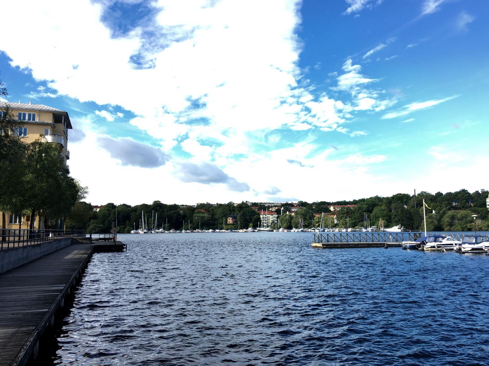 BRF Kräftan 1620 ligger alldeles nära Ulvsundasjön .