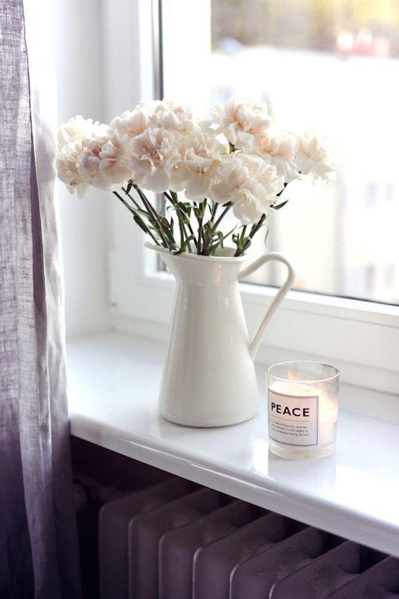 En Sevdiğiniz Kokular Evinizde  Kokusu sizi başka dünyalara götüren çiçekleri bir vazoya koyun ya da hoşunuza giden kokulu mumları odanızın bir köşesine yerleştirin. Unutmayın ki en sevdiğiniz kokuların bir dokunuşu sizin daha iyi hissetmenize yardımcı olacak.