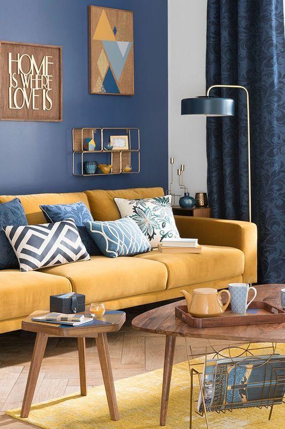 Renklerin Cümbüşü  El dokuması olan kilimleri veya şık koltuk örtülerini kullanmaktan çekinmeyin. Renk harmonilerini odanıza uygun olacak şekilde iyi seçin. Metal mavisi ve hardal sarısını tavsiye ettiğimiz harmonilerden biri olarak kullanabilirsiniz.