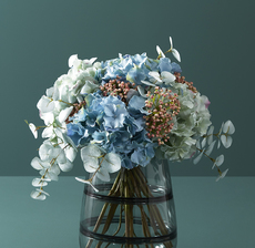 lou_de_castellane_artificielles_artificial_artificiale_fleurs_flowers_fiore_flor_vase_jarron_bouquet_hortensia_hydrangea_eucalyptus