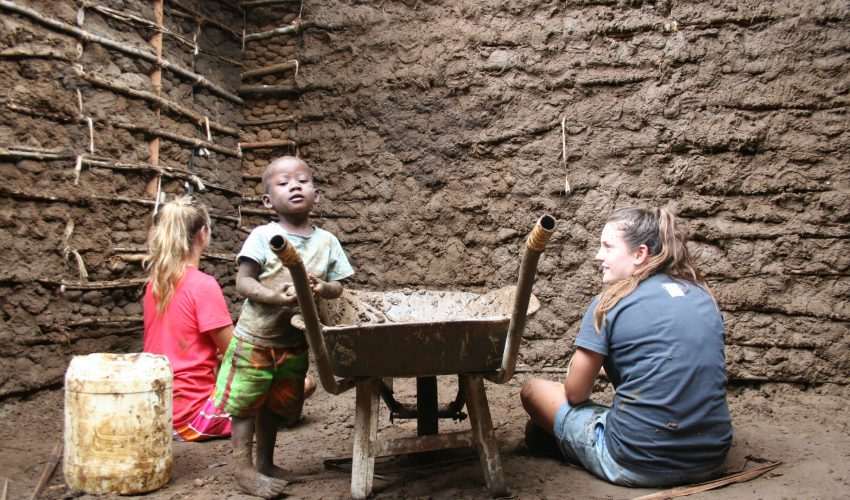 school_expedition_kenya_impact_building_local_house