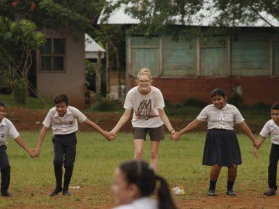 school_expedition_costa_rica_scuba_holding_hands