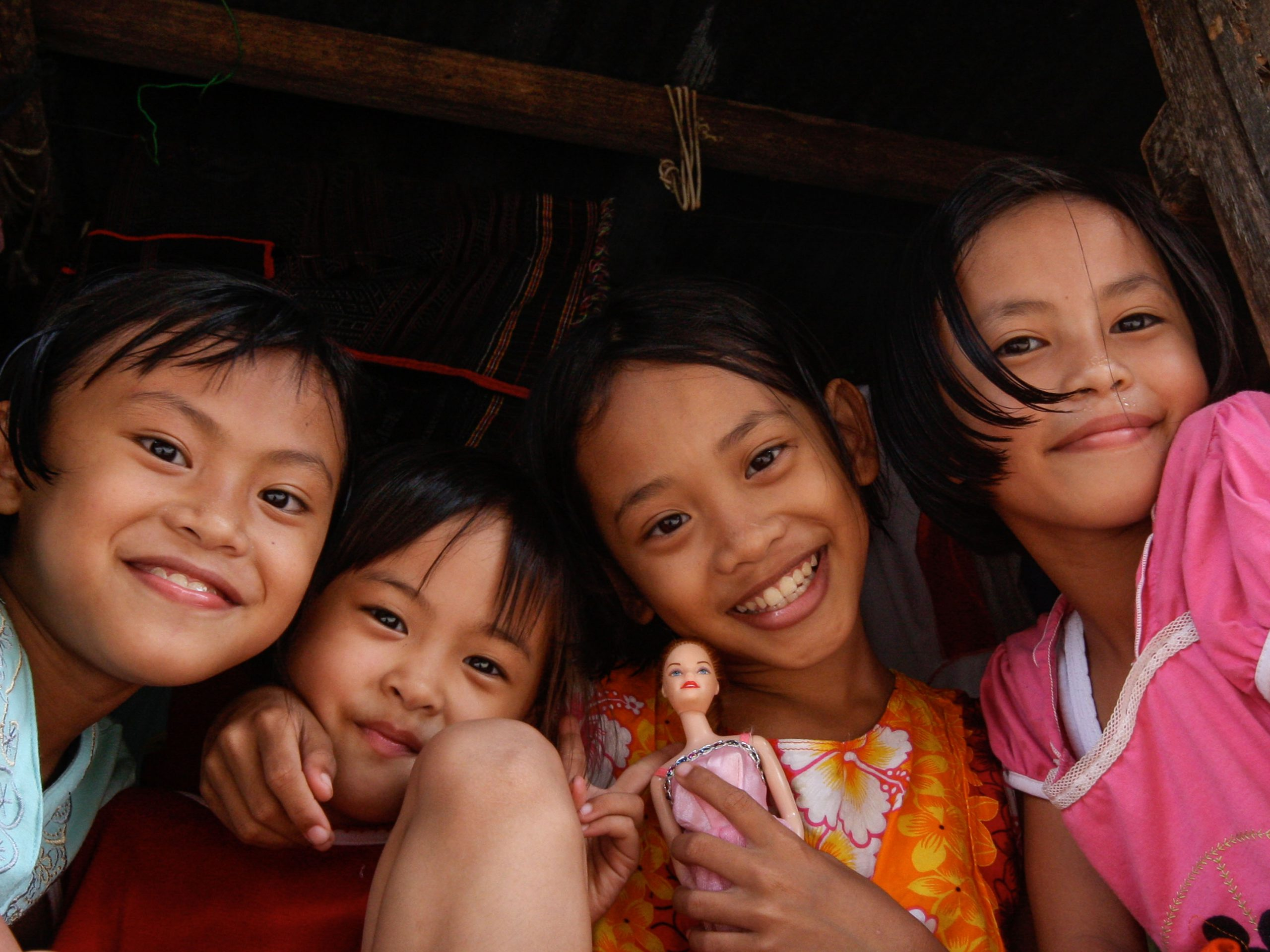 school_expedition_borneo_trek_local_children