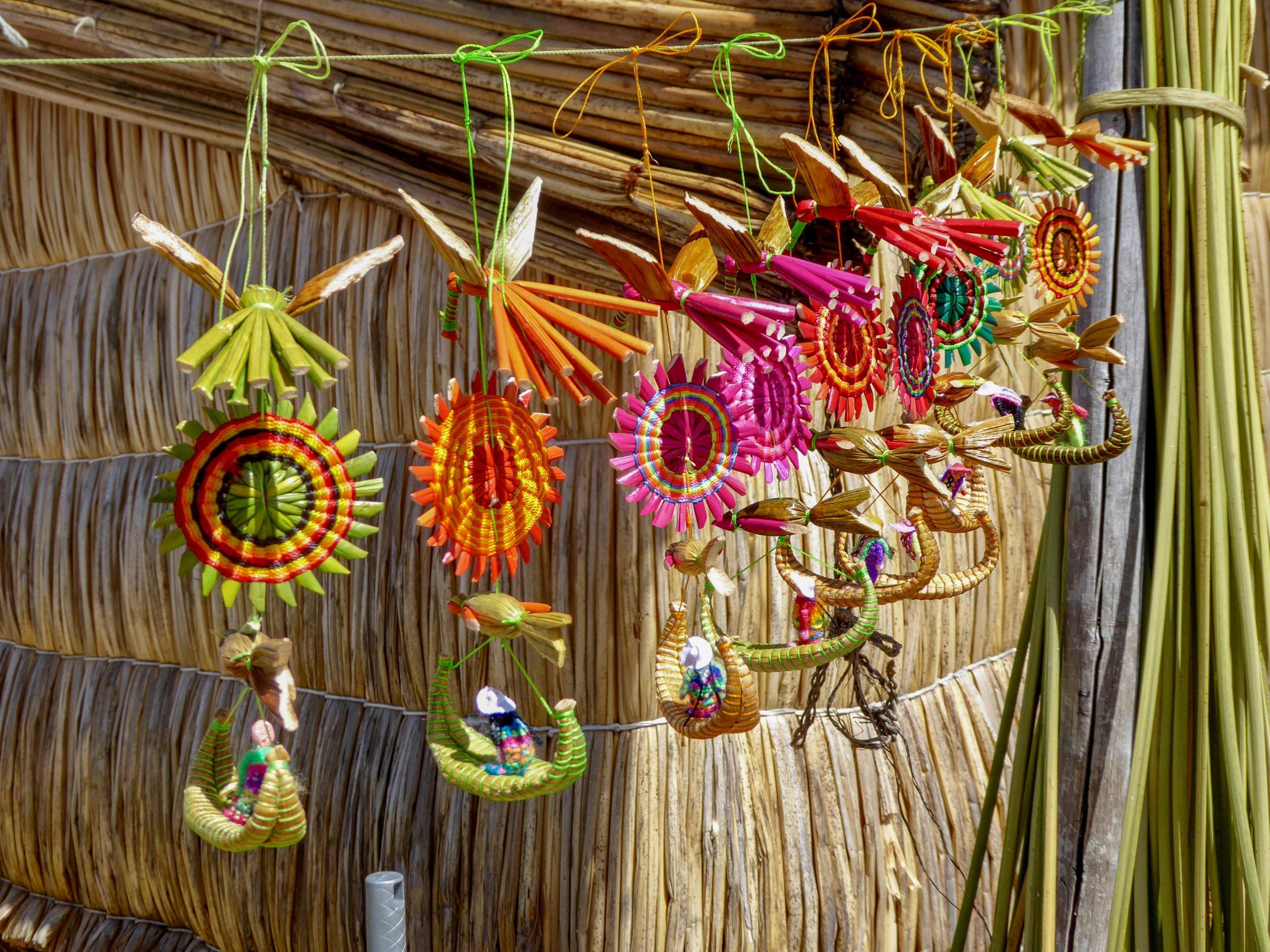 school_expedition_peru_trek_uros_handicrafts