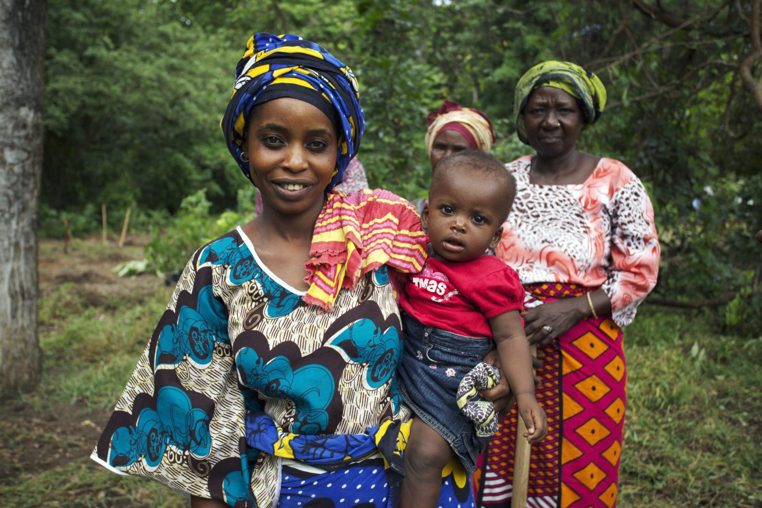 school_expedition_tanzania_scuba_local_family