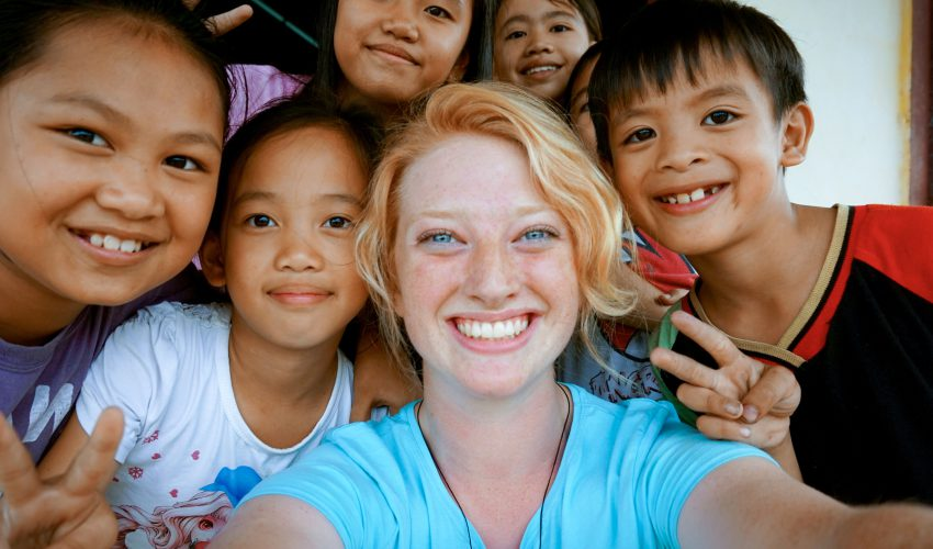 school_expedition_borneo_scuba_selfie_with_children
