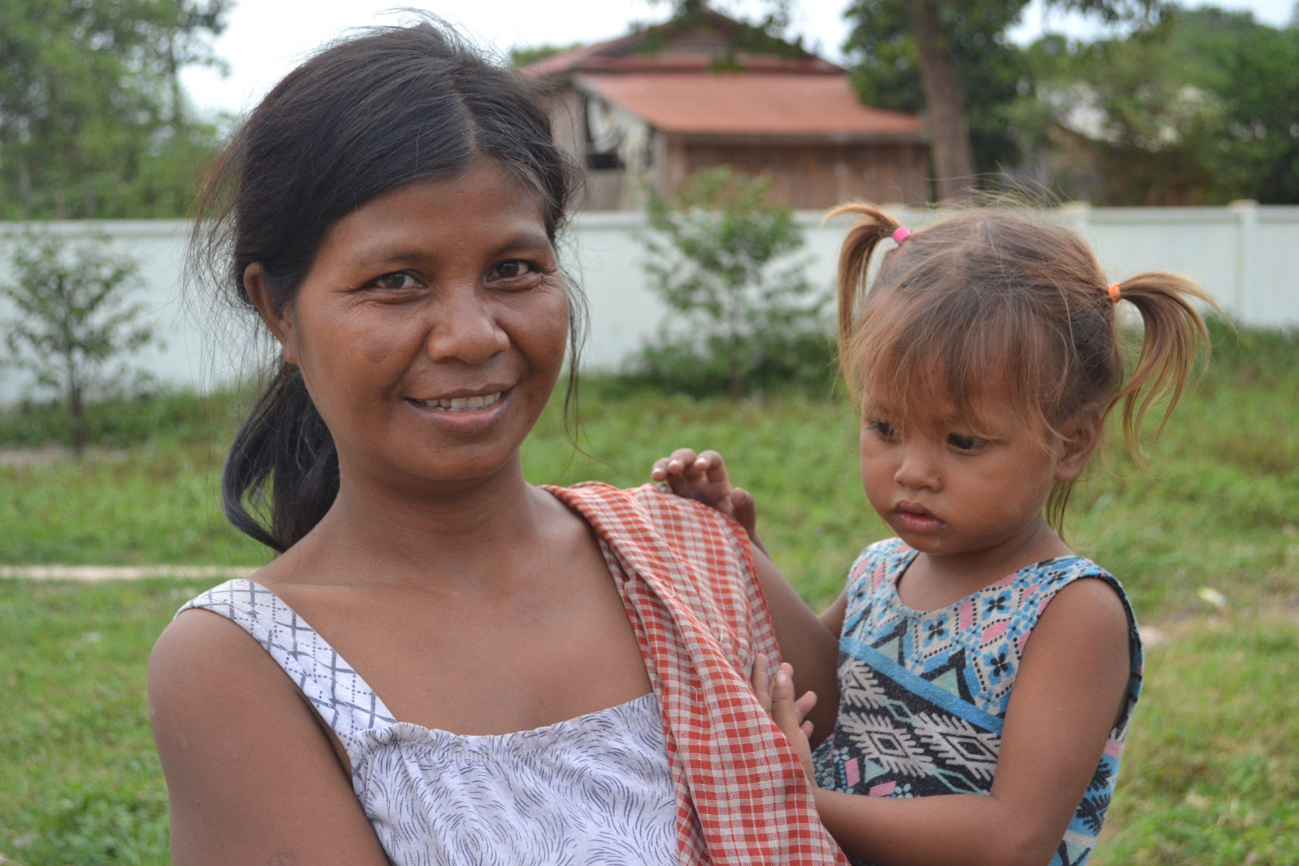 school_expedition_cambodia_scuba_mother__child