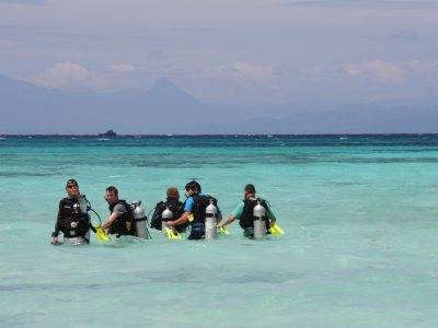 school_expedition_cambodia_scuba_group_divers