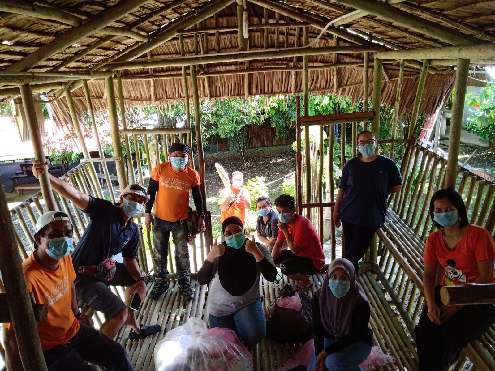 camp-borneo-team