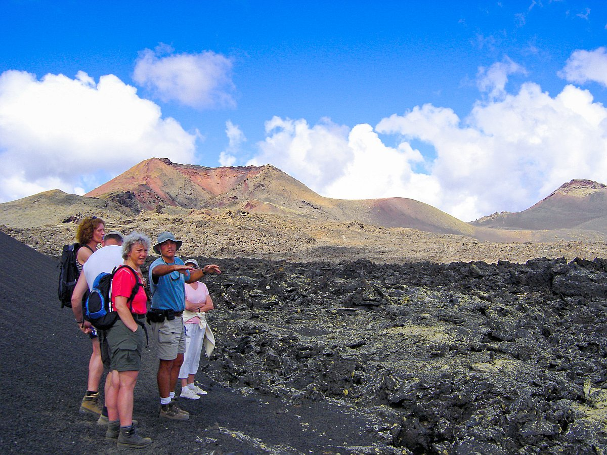 Tour 1. Walking on the moonscape of Lanzarote (Los Volcanes Nature Park)