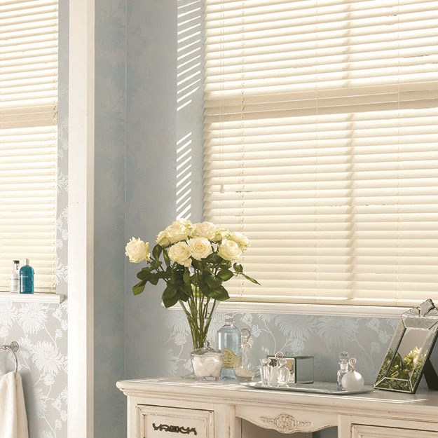 Chalk White Wooden Venetian Blind
