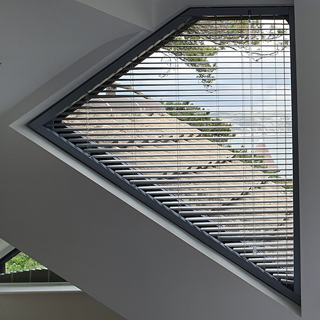 Quad shaped Venetian Blind