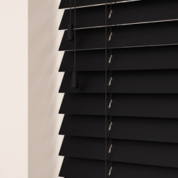 Volt wood venetian blind