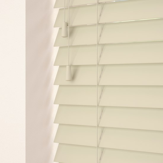 Vintage Cream Wooden Venetian Blind