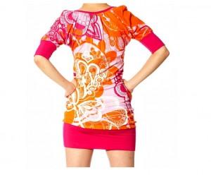 Mini vestido con manga 3/4.
