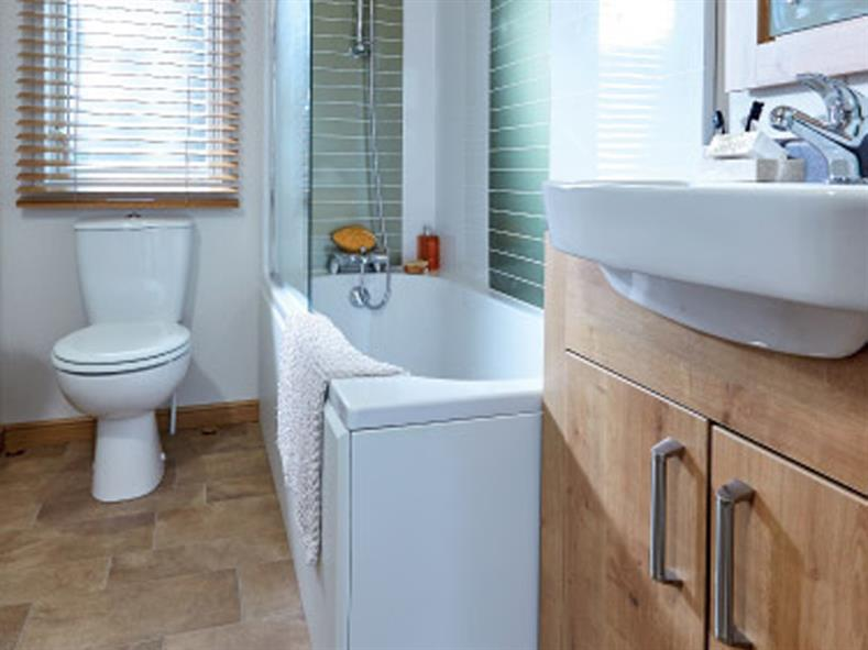 ABI-HOLIDAY-HOMES-THE-WESTWOOD-BATHROOM-1-2016