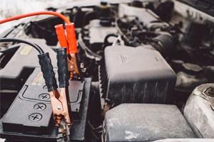 174-nettoyer-cosses-batterie-voiture-bornes