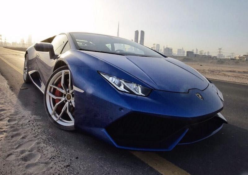 Drive your dream car—Lamborghini Huracan